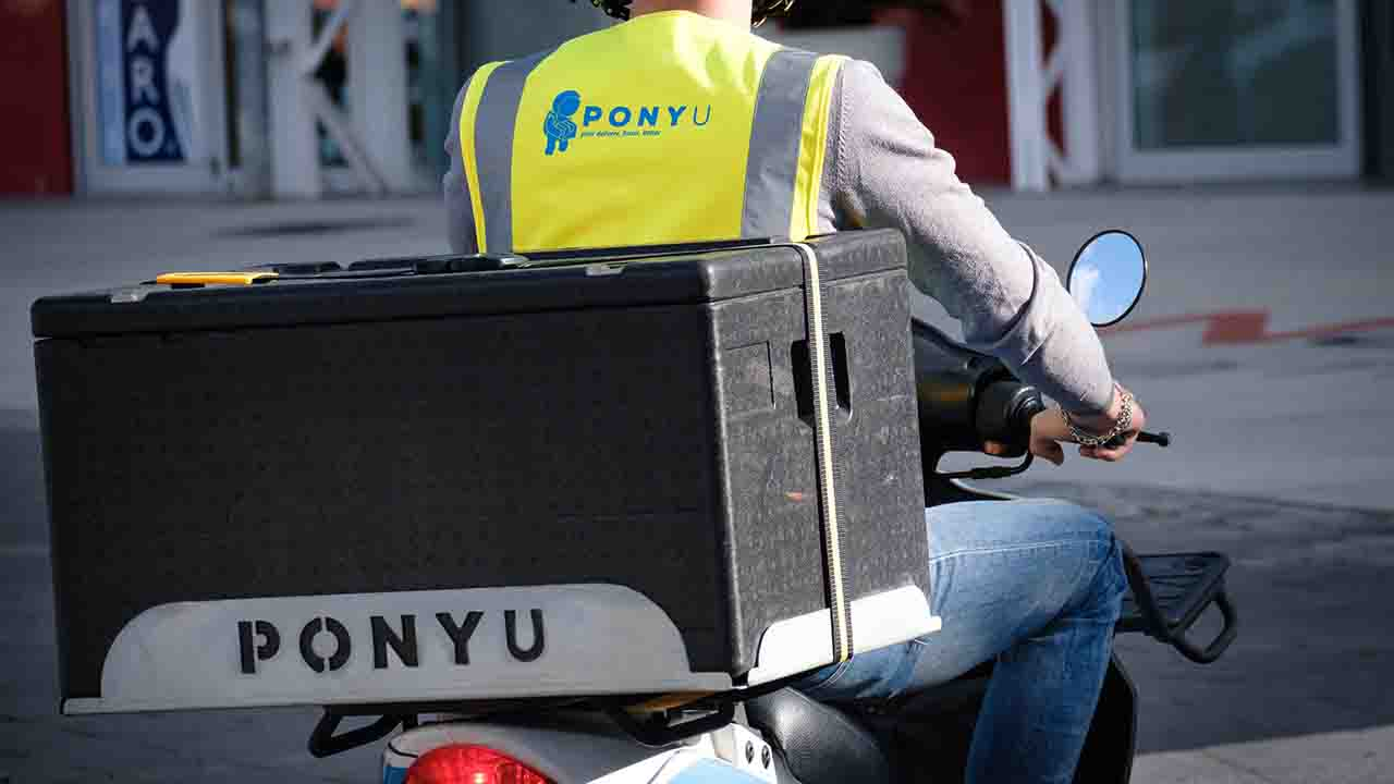 Il delivery fa bene ai piccoli commercianti locali, l'indagine di PonyU