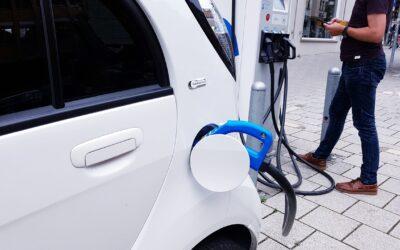 Auto ecologiche, corsa alle immatricolazioni ma scarseggiano le infrastrutture