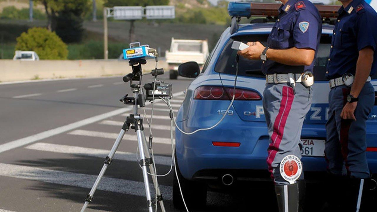 Autovelox in Lombardia, l'elenco dei controlli sulla velocità reso noto dalla Polizia
