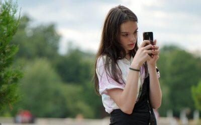 Genitori e figli, come lo smartphone può interferire nella loro relazione