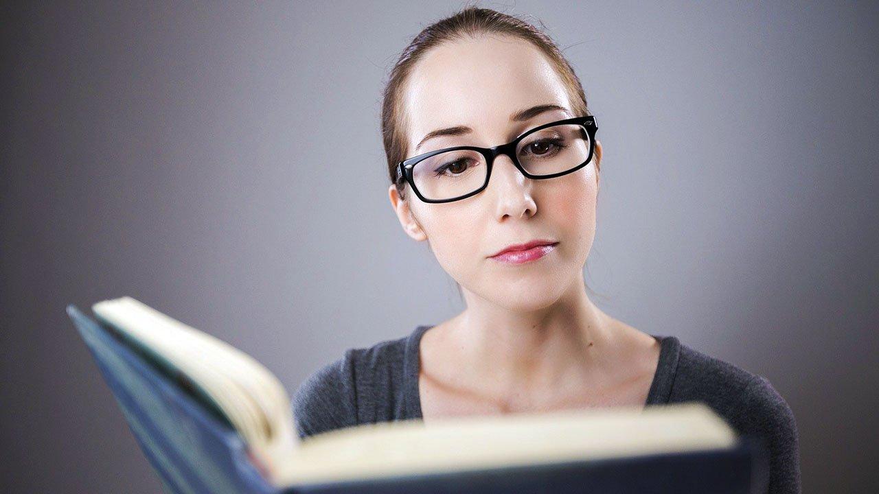Perché dovresti leggere libri di autori emergenti. Ecco alcuni motivi