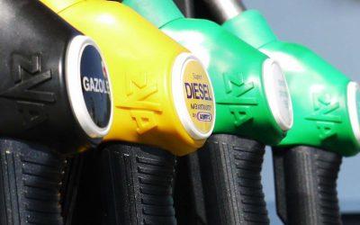 Prezzi Benzina e Gasolio ancora in aumento, rincaro record per le famiglie. L'allarme del Codacons