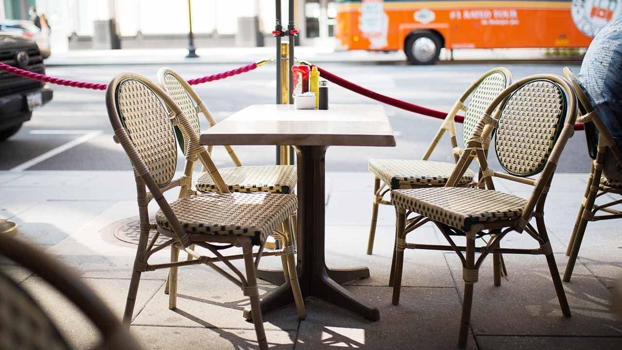 Quattro persone per tavolo al ristorante, oggi la decisione alla riunione tecnica del Governo