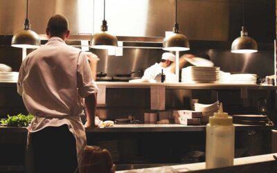 Apertura ristoranti fino alle 22, la richiesta del governatore della Lombardia